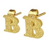 Clou pour oreille en acier lettre gold ip B