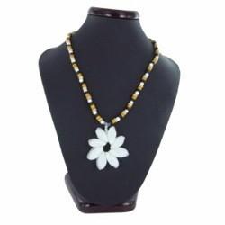Collier coquillage 01 - Fleur en porcelaines