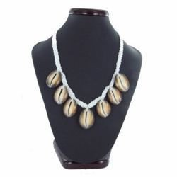 Collier coquillage 06 - Six porcelaines