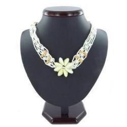 Collier coquillage 13 - Fleur en porcelaines et dentelle