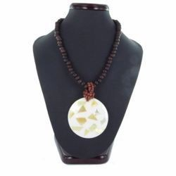 Collier nacre 09 - Cercle recomposé et perles