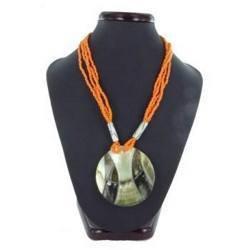 Collier nacre 11 - Cercle et ficelles oranges