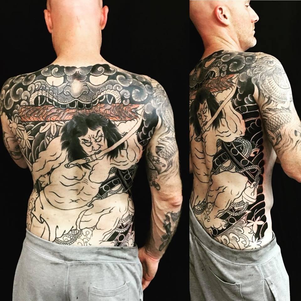 Tatouage Japonisan intégral du dos réalisé par Ami James