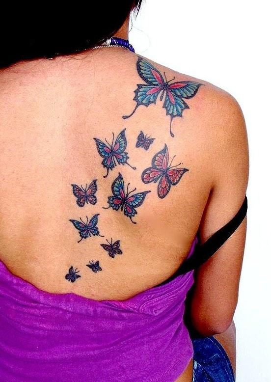 Tatouage de pleins de papillons dans le dos