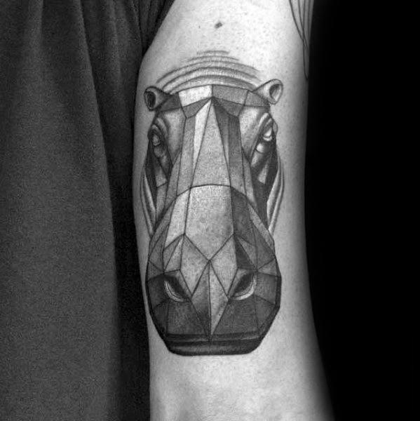 Tatouage d'un hippopotame en relief