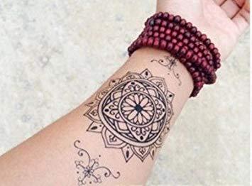 Tatouage mandala sur le poignet