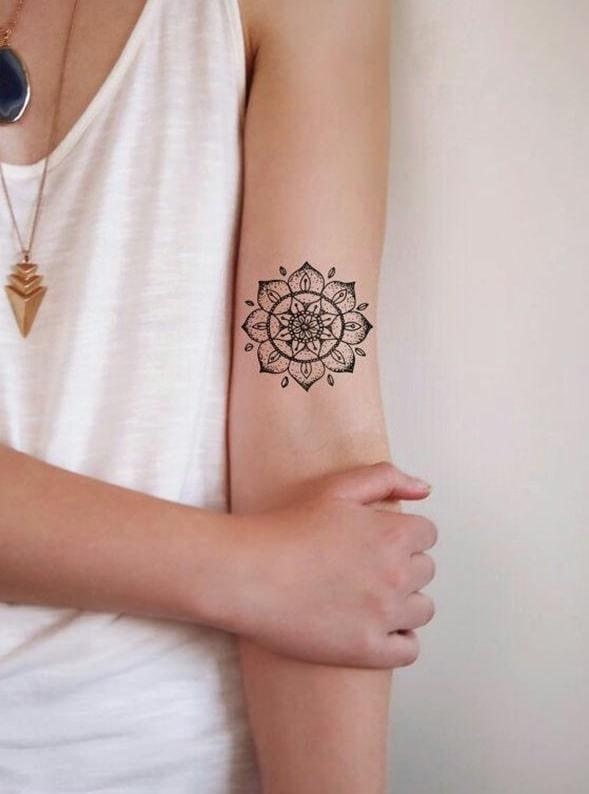 Tatouage mandala sur le bras